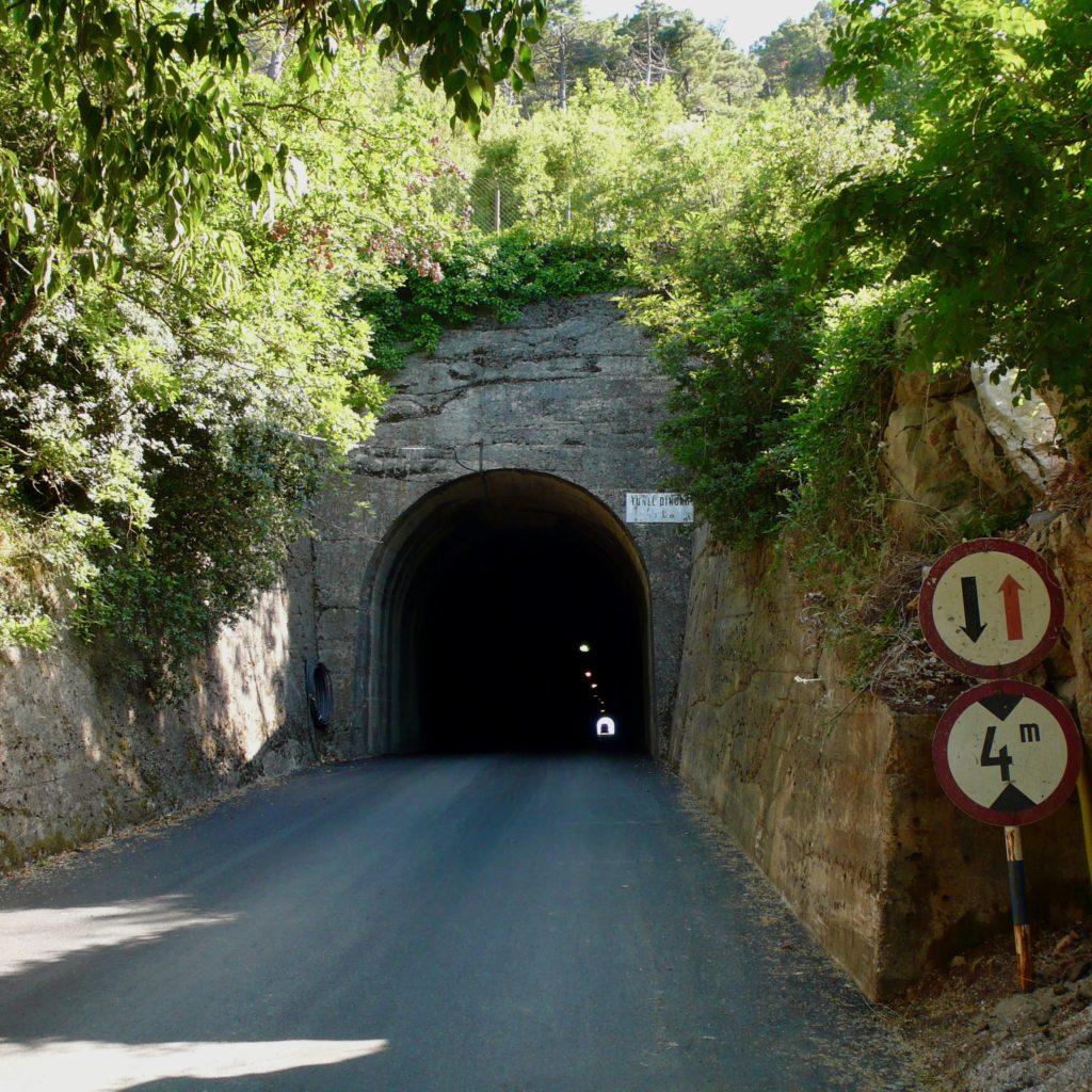 Visiting Dingač vineyards, Potomje tunnel