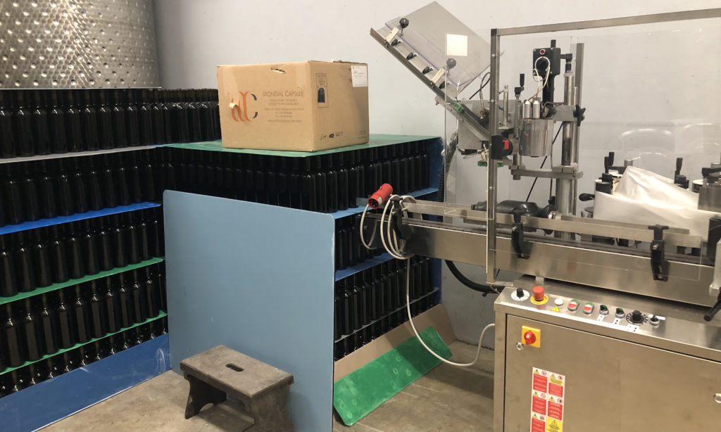 wine bottle labeling machine